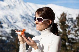 Mùa đông có cần bôi kem chống nắng?