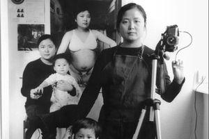 Người mẹ 17 năm chụp 'ảnh chồng ảnh' hành trình nuôi con vất vả