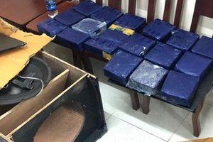 Bắt hai đối tượng ngụy trang 19 kg ma túy trong loa thùng