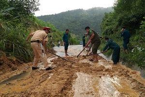 Bám sát vùng sạt lở núi bảo vệ an toàn cho dân