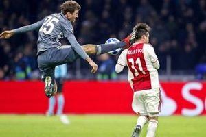Muller nhận thẻ đỏ, Bayern bị Ajax cầm hòa trong trận cầu 'điên rồ'