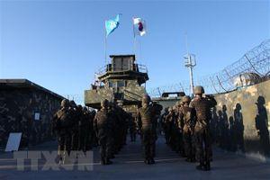 Binh sĩ liên Triều lần đầu vào lãnh thổ của nhau một cách hòa bình