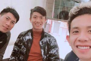 Trước trận chung kết, Huy Hùng hẹn hò bạn gái, Hồng Duy - Văn Đức cắt tóc mới