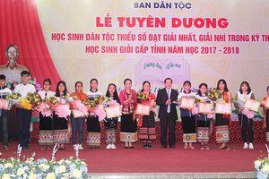 Nghệ An: Tuyên dương học sinh giỏi dân tộc thiểu số