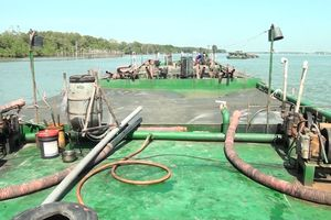 Xử phạt vi phạm hành chính đối với 2 tàu vận chuyển cát nhiễm mặn