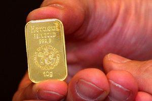 Đồng USD tăng đẩy giá vàng giảm
