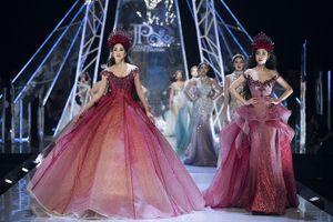 Hoa hậu Tiểu Vy lần đầu làm vedette cùng Đỗ Mỹ Linh