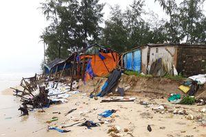 Cận cảnh bờ biển ở Huế bị sóng đánh lở tan hoang