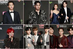 Song Joong Ki - Ahn Jae Hyun cùng BTS và Wanna One đổ bộ thảm đỏ 'MAMA 2018'