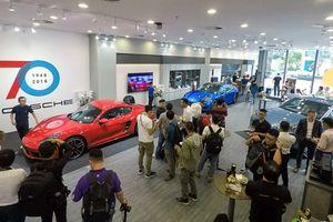 Dàn xe Porsche trị giá 17,3 tỉ đồng khoe dáng tại tòa tháp Landmark 81
