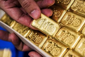 Giá vàng miếng nhích khỏi đáy, USD ngân hàng tiếp tục giảm