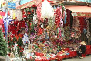 Nhộn nhịp hàng hóa phục vụ mùa Noel