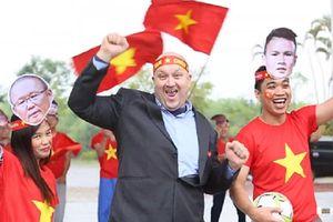 Giảng viên, sinh viên FPT làm clip cổ vũ tuyển Việt Nam chiến thắng 'gây sốt' dân mạng