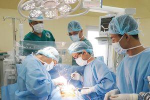 Cứu sống bệnh nhân bị cướp đâm thủng tim, gan