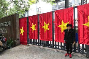 Cờ Tổ quốc 'nhuộm đỏ' chung cư, trường học trước trận chung kết AFF Cup 2018