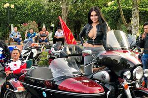 Bóng hồng cùng 500 mô tô tiền tỉ 'náo loạn' Tây Đô mừng Việt Nam chiến thắng
