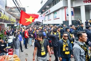 Cổ động viên Malaysia diễu hành quanh phố cổ trước trận chung kết