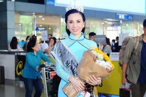 Hoa hậu Châu Ngọc Bích giản dị trong tà áo dài trở về TP.HCM sau đăng quang