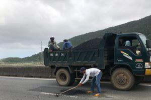 'Trảm' chỉ huy công trường, sớm khắc phục ổ gà QL1 qua Phú Yên