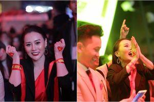 'Quỳnh Búp Bê' quẩy cực sung cùng sinh viên ĐH Thăng Long, hét ầm ĩ khi Việt Nam sút tung lưới Malaysia