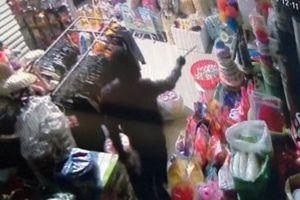 Điều tra vụ băng nhóm đi ô tô đến siêu thị mini trộm tiền, hàng hóa