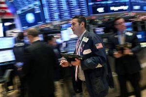 Chứng khoán Mỹ sụt điểm, Dow Jones rơi vào thị trường điều chỉnh