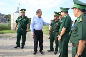 Phó Thủ tướng thường trực Trương Hòa Bình thị sát khu vực biên giới Châu Đốc