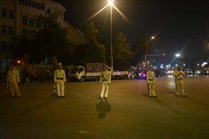 Hàng trăm CSGT thức xuyên đêm, căng mình chống 'bão'