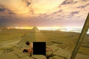 Truy tìm cặp đôi chụp ảnh khỏa thân trên đỉnh kim tự tháp Ai Cập