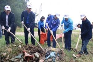 Tuổi trẻ Thanh Hóa ra quân làm sạch bãi biển