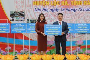 Hà Tĩnh: Trao tặng Tủ sách nhân ái