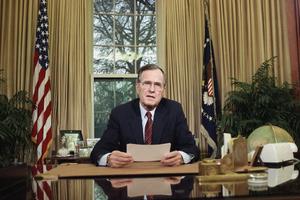 George H.W.Bush với ngoại giao