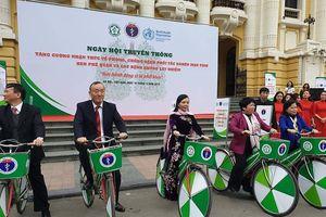 Bộ trưởng Nguyễn Thị Kim Tiến đạp xe kêu gọi phòng chống bệnh phổi