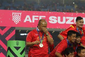 Cận cảnh thầy Park lặng lẽ rơi lệ bên chức vô địch AFF Cup 2018