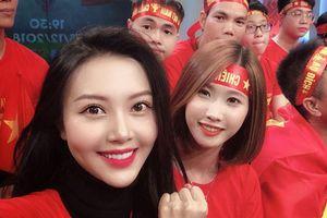 'Hot girl World Cup' Vũ Ngọc Châm 'chấm' Quang Hải của trận Chung kết AFF Cup