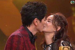 Gọi Huỳnh Thúy Như là 'bà Tiêu', Tiêu Chính Nam ngầm cầu hôn ngay sóng truyền hình trao giải TVB 2018