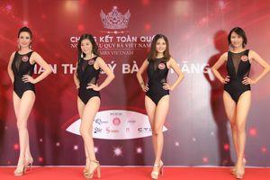 Ứng viên Mrs Vietnam 2018 đọ dáng 'bốc lửa' với bikini
