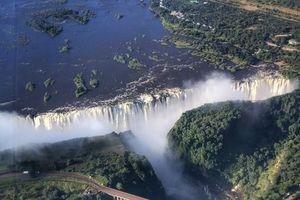 Ghé hồ dung nham lớn nhất thế giới ở Châu Phi