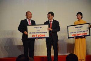 HLV Park dùng 100.000 USD tiền thưởng tặng người nghèo và phát triển bóng đá Việt