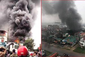 Hai gara ô tô bốc cháy trong chiều Chủ nhật