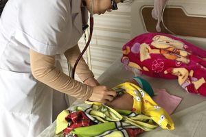 Nhầm ho gà thành viêm phổi, bé 2 tháng tuổi nguy kịch