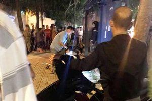 Hãi hùng phát hiện người đàn ông treo cổ tại trạm xe bus