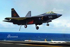 Không thua Mỹ, Trung Quốc khoe ảnh FC-31 hạ cánh trên tàu sân bay