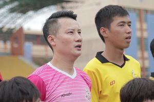 Hoàng Bách xỏ giày thi đấu với đội bóng quê hương Park Hang-seo