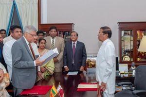 Thủ tướng Sri Lanka bị cách chức đòi lại quyền lực