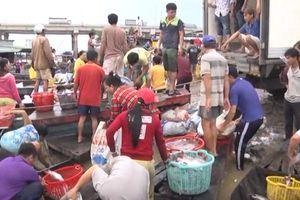 Vụ chết gần 2000 tấn cá: Dân làng bè La Ngà nhận tiền hỗ trợ