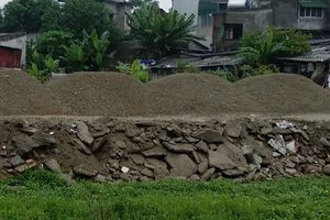 Vụ đường đắp rác thải xây dựng: UBND Tp.Vinh 'bất lực' trước sai phạm?