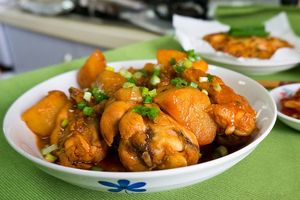 Hướng dẫn làm món thịt gà kho rau củ đậm đà ngon cơm