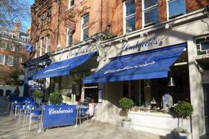 Hơn 1.000 nhà hàng tại Anh đóng cửa trong vòng một năm qua