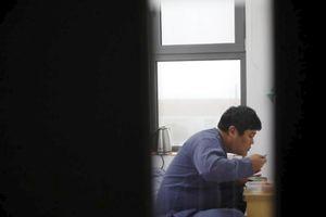 Giới trẻ Hàn Quốc chi tiền để được... ngồi tù